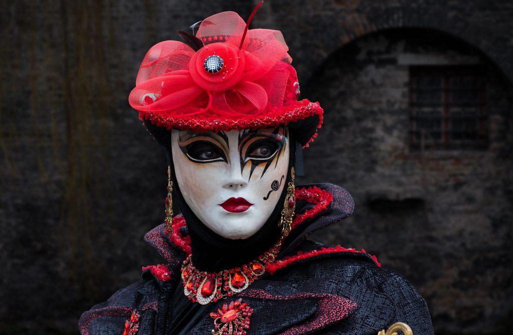 Femme déguisée pour le carnaval de Venise